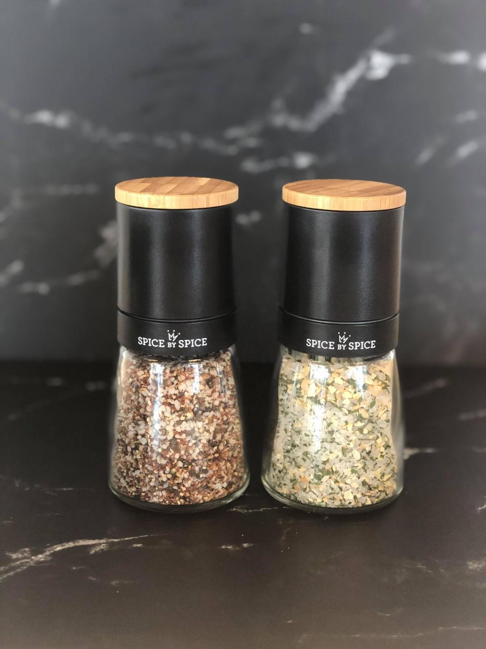 Keramisk kværne sæt med kryddersalt og hvidløg og persille salt
