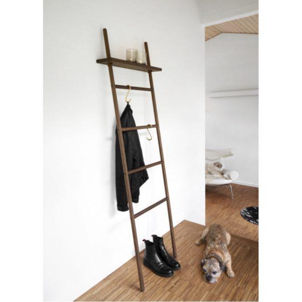stige til at stå op af væg. Røget eg. Nordisk design. By Brorson