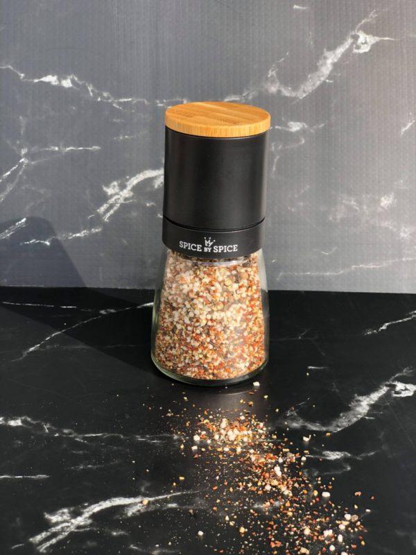 keramisk kvaern med krydersalt. Det ultimative salt og peber mix.