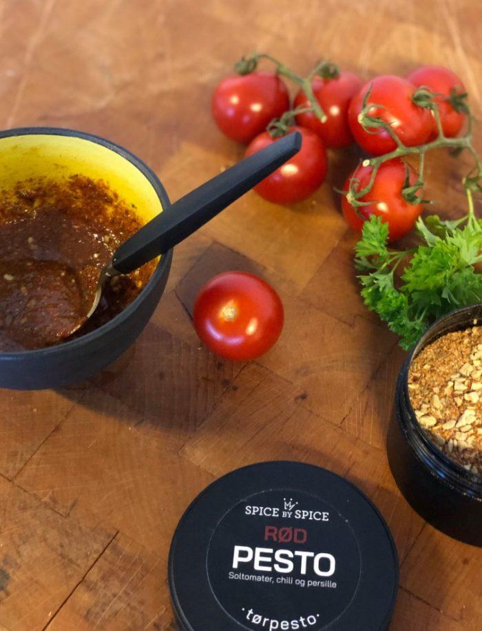 rød tørpesto med smag af soltomater, chili og persille.
